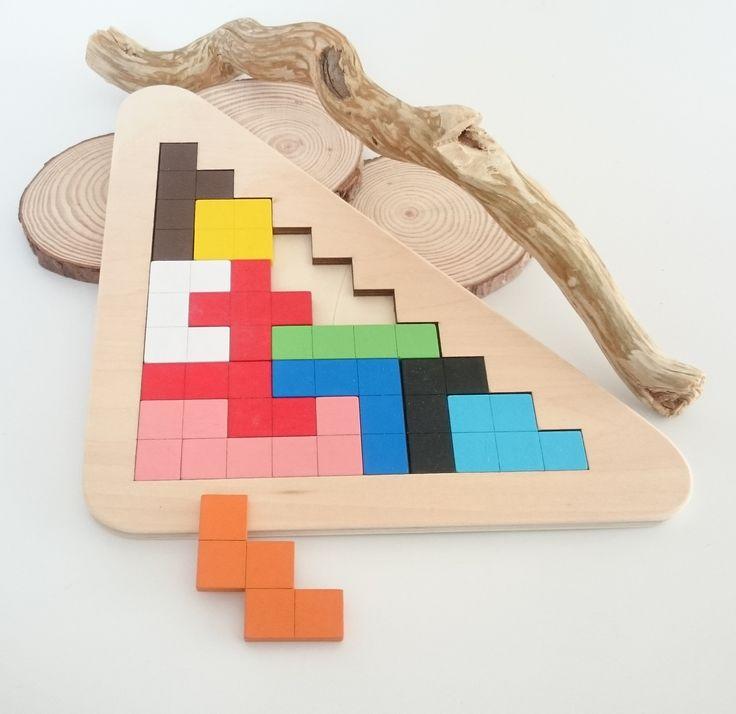 puzzle, casse tête forme tetris triangulaire en bois, peint à la main, tangram, jouet en bois, jeux puzzle