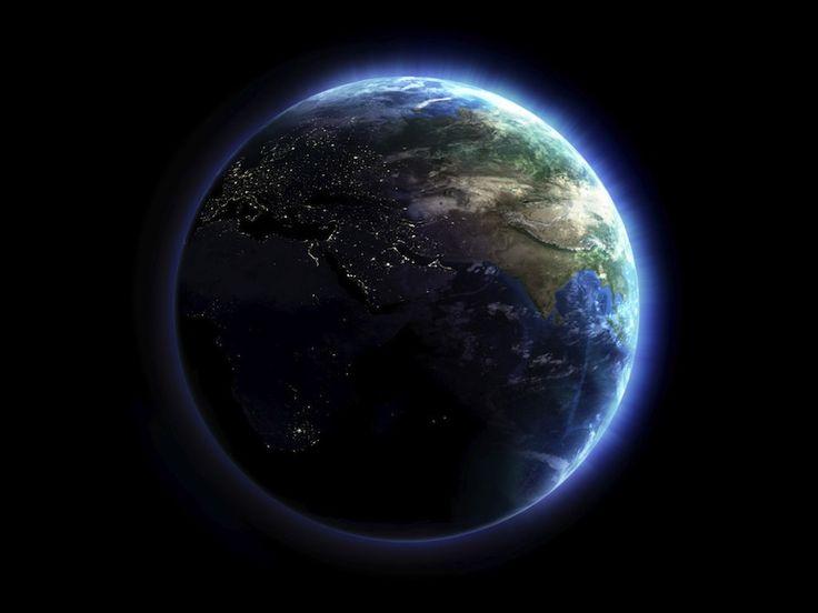Примером гравитации являются планеты. И форма шара.