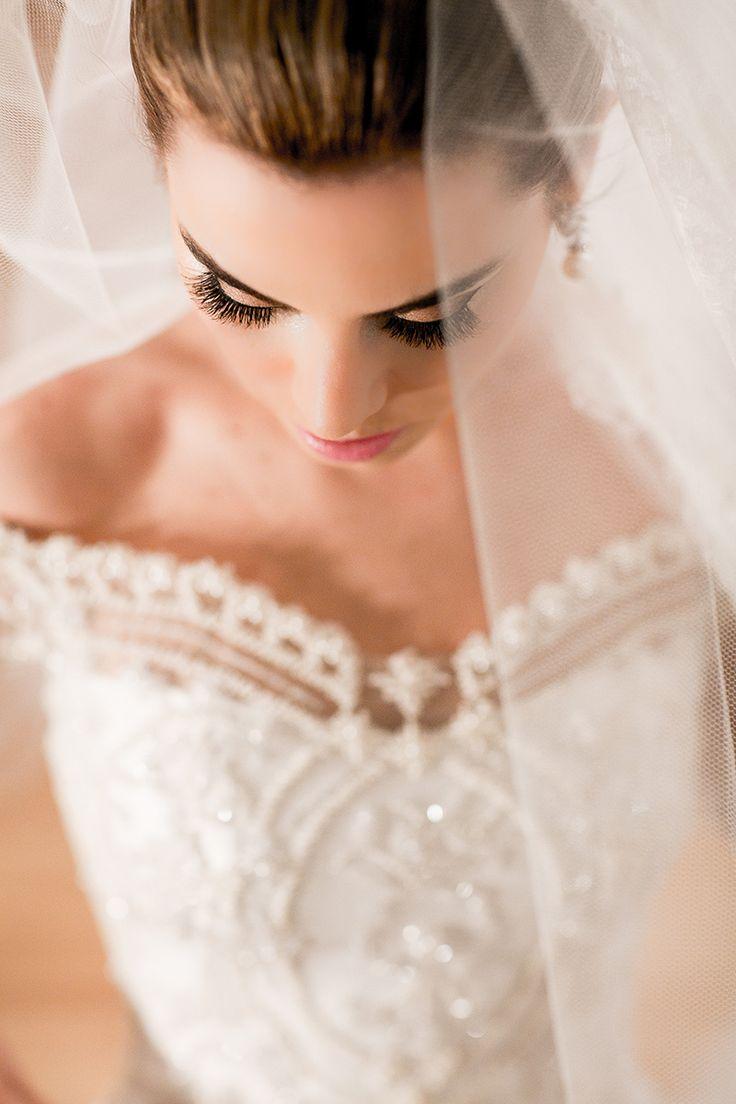 Photo: Fernanda Scott Fotografia / Wedding Dress: Junior Santaella | Post: FEV 09, 2015 - Ana Paula & Andre {via Say I do} → http://www.sayido.com.br/archives/30911