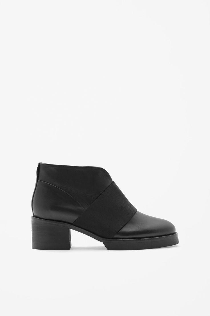 <3 Elastic strap boots