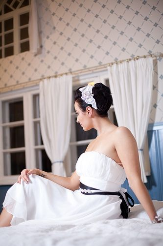 Kampaus, meikki, Uniikkihiuskoriste Ninka- Malli Emppu, kuva Atte Tanner