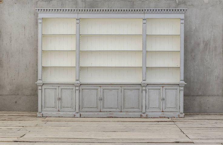 Brede boekenkast uit dennenhout - Gebaseerd op een authentiek model - Extra wide bookcase - Solid pine - Based on an authentic model - Mr. Percy's bookcase - #WoonTheater