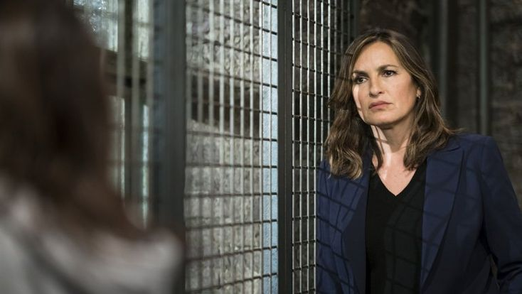 Mariska Hargitay also shares her thoughts on Hollywood's sexual harassment reckoning and sharing the screen with guest star Melora Walters.