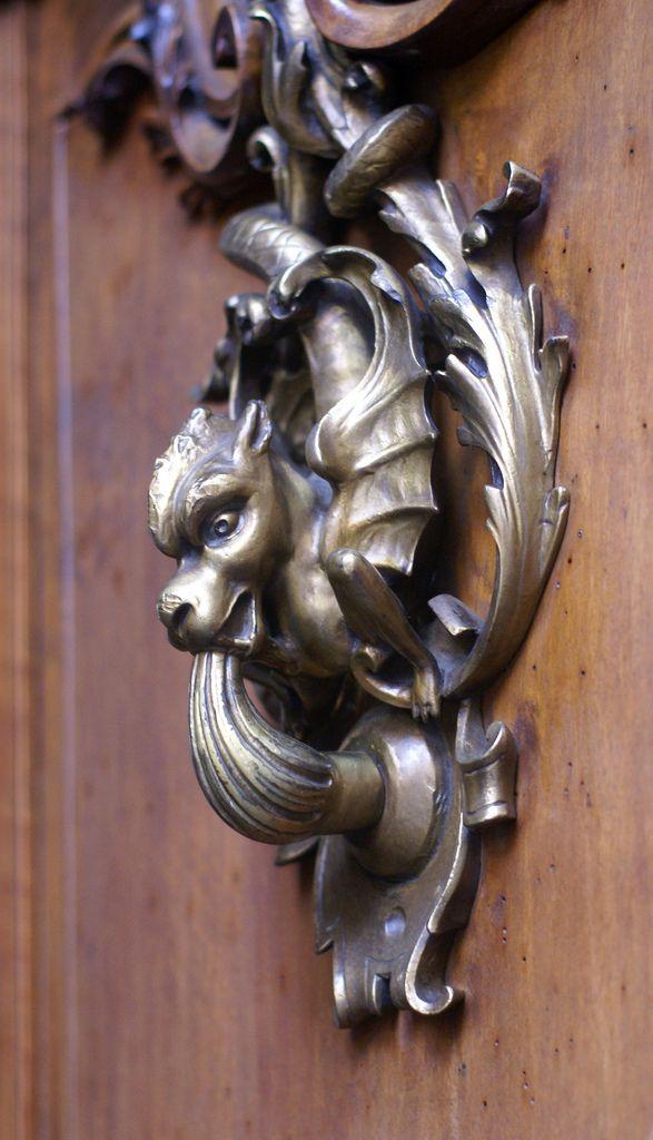 Torino, Via dei Mercanti, Türklopfer (door knocker)   Flickr - Photo Sharing!