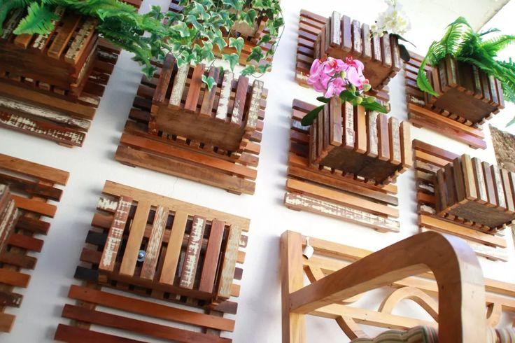 Painel Jardim Vertical Floreira Cachepo Madeira De Demolição - R$ 139,90 em Mercado Livre
