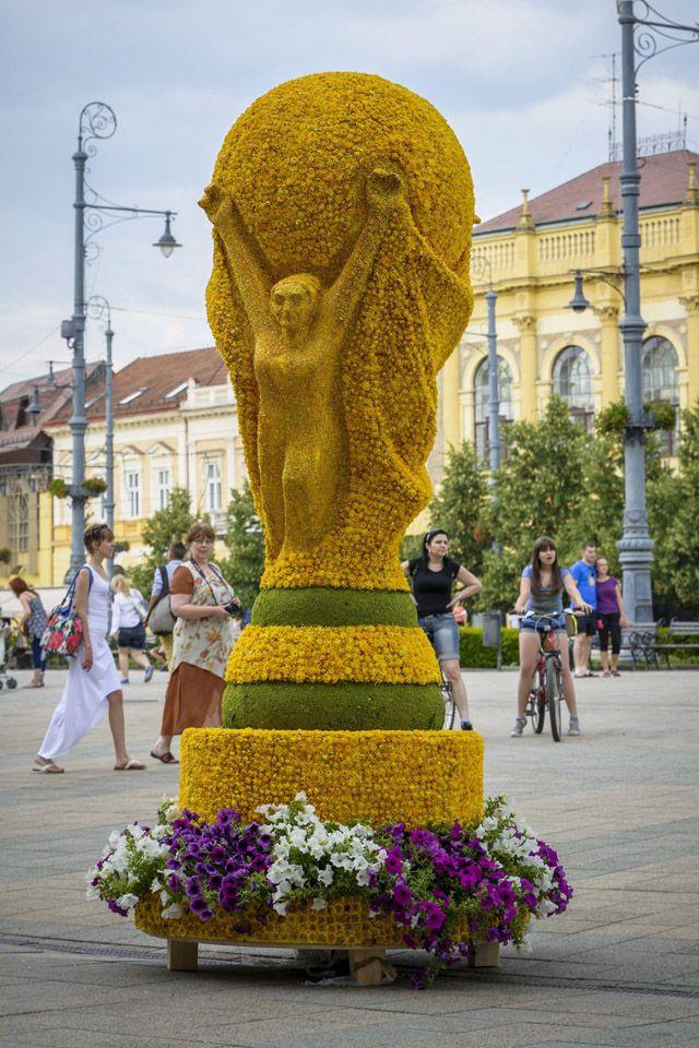 Debrecen városa így tiszteleg a 2014-es foci vb előtt