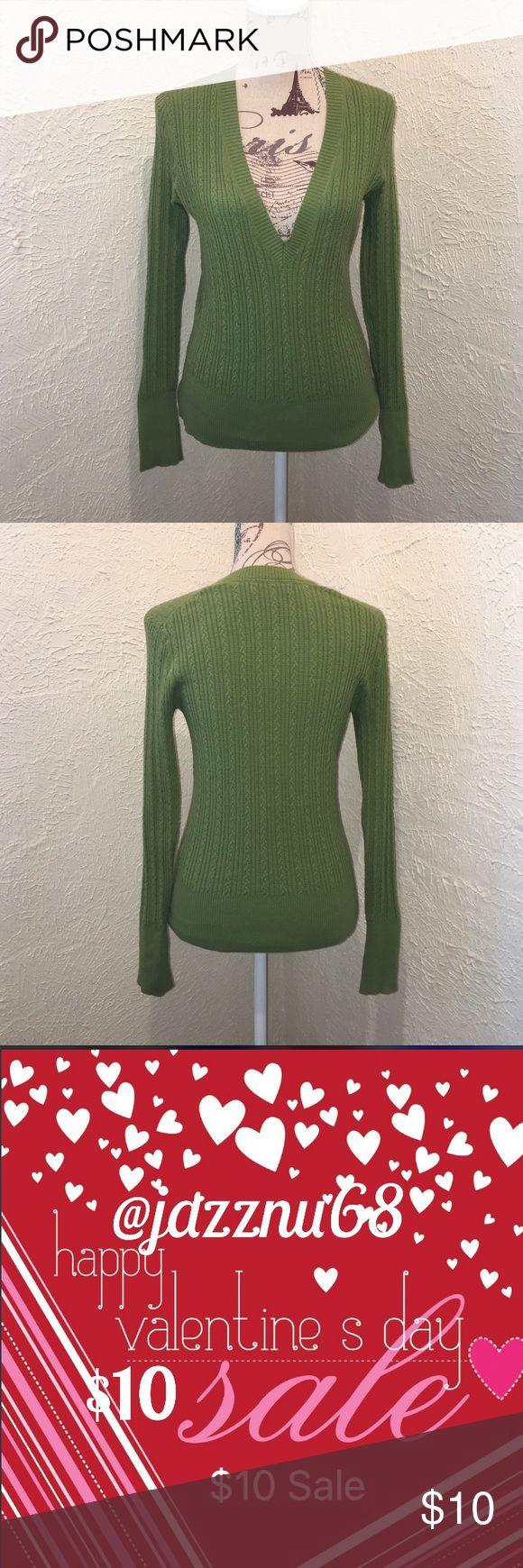 💋🌹Express•Green• V-Neck •Sweater Express•Green• V-Neck •Sweater Express Sweaters V-Necks