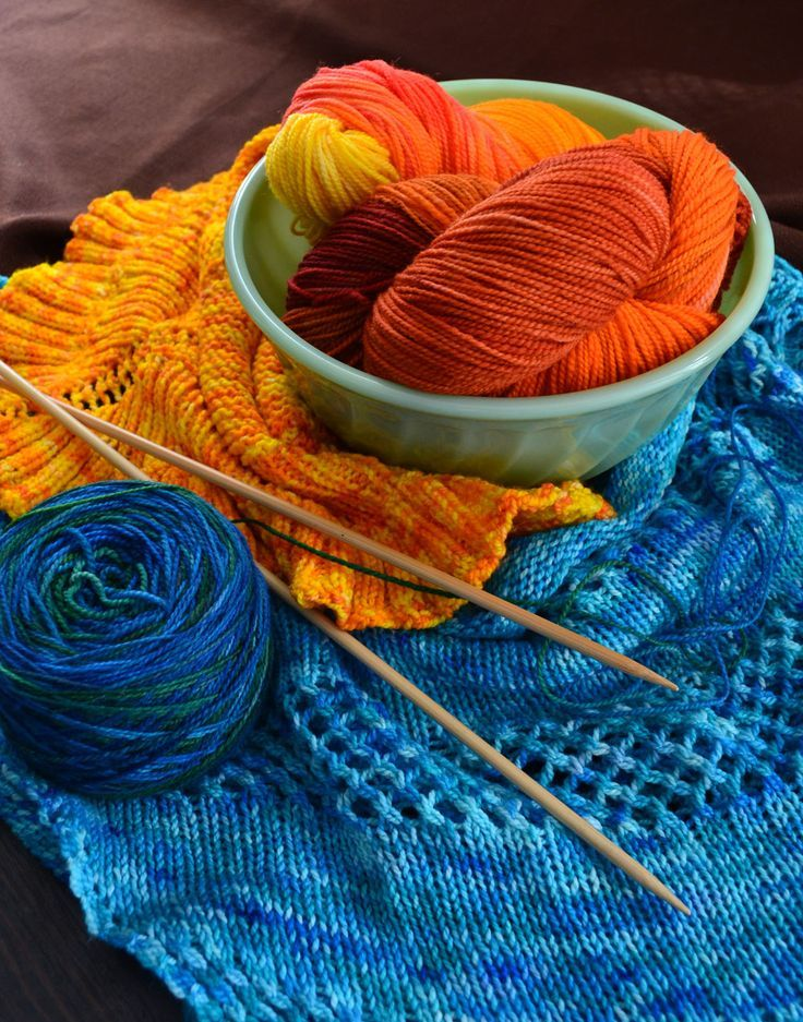 How to dye yarn at home without chemicals. Just food dye and vinegar!n This is how I've been doing it and its been working great.