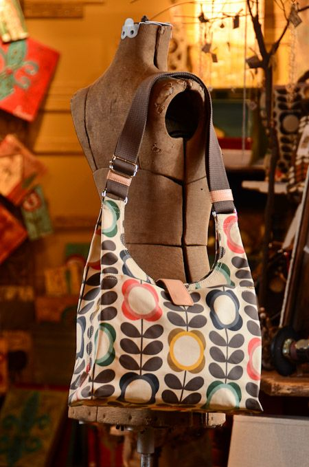 orla kiely - sewing inspiration not sure if it is a free pattern or not but a cute purse!