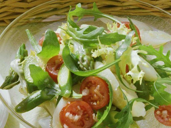 Klassischer Spargelsalat ist ein Rezept mit frischen Zutaten aus der Kategorie Meerwasserfisch. Probieren Sie dieses und weitere Rezepte von EAT SMARTER!