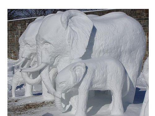 Sculptures de neige, Carnaval de Québec/Snow sculptures, Quebec City's Winter Carnival by Tours Voir Québec, via Flickr
