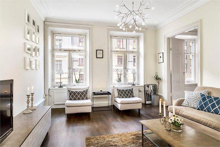 Välkomna till en fantastiskt fin och ljus 3,5:a belägen på en mycket attraktiv adress nära Odenplan och City i fastighet anno 1880! Denna genomgående bostad är i toppskick och erbjuder en väl tilltagen balkong, sociala ytor, genomgående trägolv, speglade pardörrar, speglade fönsternischer, höga golvsocklar, m.m.
