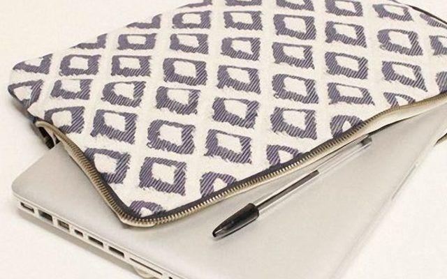 In dieser Anleitung erfährst Du, wie Du eine hübsche Laptop-Tasche mit Reißverschluss nähen kannst.