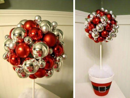 lindo centro de mesa navideo hecho con esferas esta hermoso ingresa a ver el