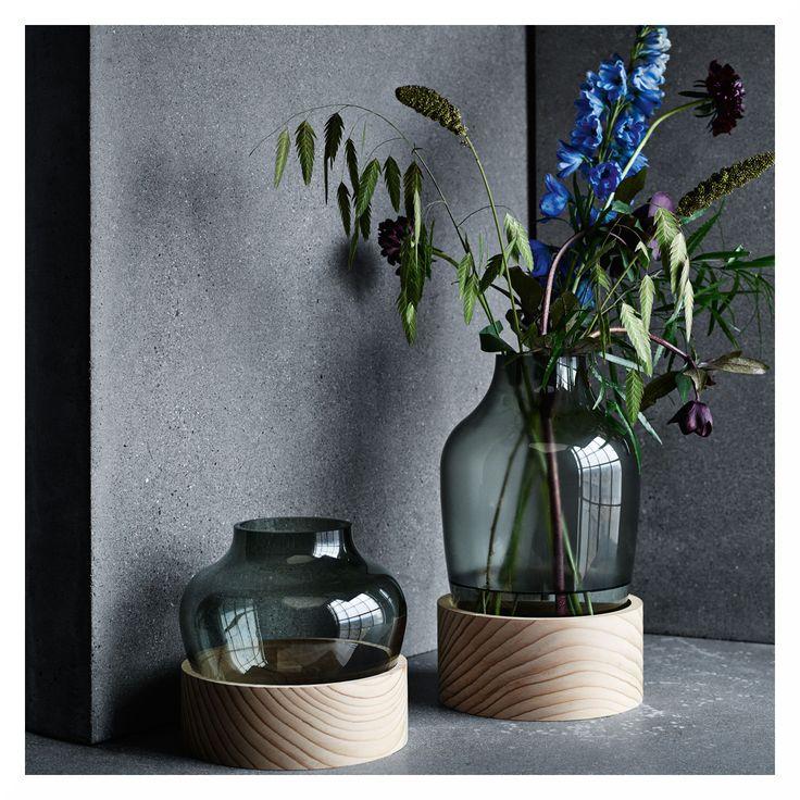 Happy Monday everyone!  Unser Produkt der Woche ist die fabelhafte High Vase von Fritz Hansen. Gefällt sie euch auch so gut wie uns?