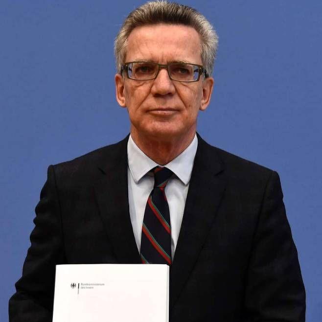 Rekord-Zuwanderung 2015   Woher die Flüchtlinge wirklich kommen Überraschung im Dezember: Laut Bundesinnenminister Thomas de Maizière (CDU) stieg zuletzt die Migration aus Nordafrika an http://www.bild.de/politik/inland/thomas-de-maiziere/stellt-migrationsbericht-vor-44039870.bild.html