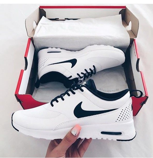 shoes nike nike shoes black white black and white white sneakers nike sneakers nike running shoes nike black and white tumblr cute lovely rose air max sports shoes casual classy running shoes noir blanc chaussures low top sneakers nikes white shoes trendy teenagers white shoes with black shoe laces s nike