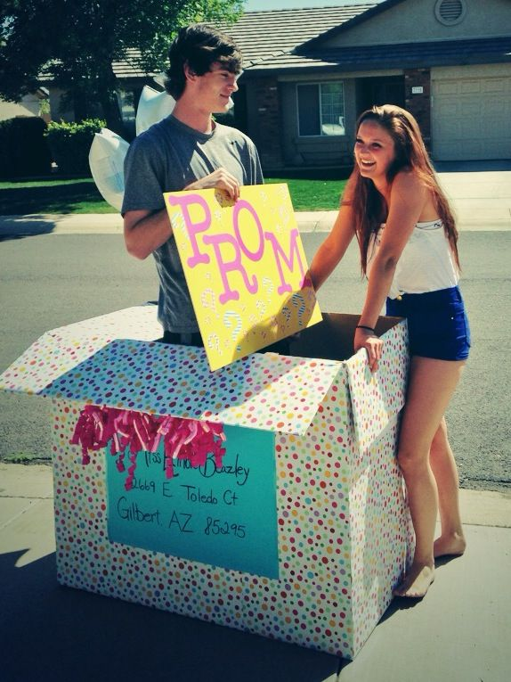 I seriously would die if someone did this for me! Seriously want to be asked to prom this way.
