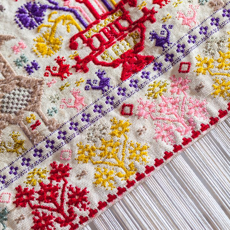 Il marchio ISOLA, creato nel 1957 dalla Regione Autonoma della Sardegna, certifica l'autenticità delle produzioni dell'Artigianato Sardo, ne garantisce l'alta qualità e l'unicità sulla base di rigorosi criteri di rispetto di tutti i valori tecnici ed artistici codificati dalla tradizione.
