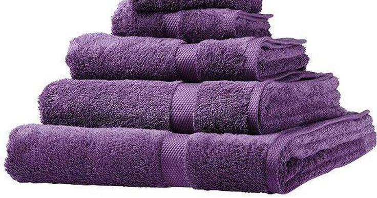 Como limpar toalhas com vinagre. Não há nada como toalhas limpas quando você sai do chuveiro. É uma dica pouco conhecida a que o vinagre é muito útil na lavanderia. Vinagre, por si só não tem o melhor cheiro, por isso é compreensível que seja difícil de acreditar que lavar as toalhas com vinagre irá fazê-las cheirar melhor. Além das habilidades de eliminar o odor, ele também ...