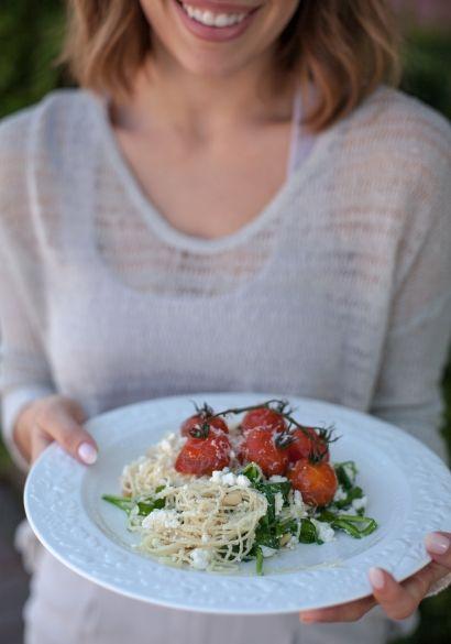 Cheveux d'ange à la ricotta, tomates au balsamique, épinards & noix de pin