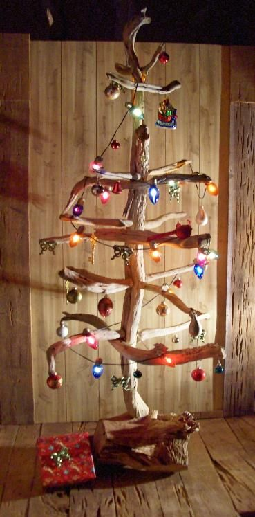 10 UNIQUE CHRISTMAS TREE DECORATING IDEAS by ERIN on December 6, 2012. Driftwood Christmas Tree
