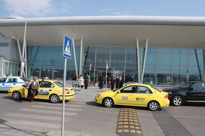 Cape Town Airport Transfers has the facility of many transport automobiles, offering the travellers to choose according to their choice.