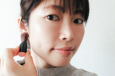 モテる女子からはじめてる!恋が叶うと噂の「耳チーク」が可愛い♡|Daily Beauty Navi|Beauty & Co. (ビューティー・アンド・コー)