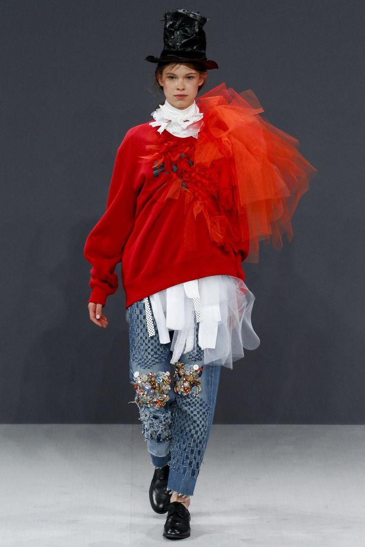 Viktor & Rolf Fall 2016 Couture Fashion Show - Iris Landstra
