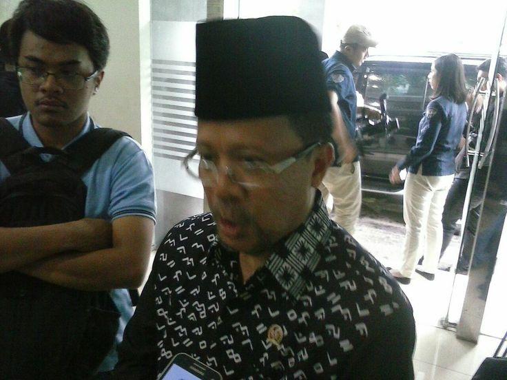 Senator RI Dapil Sulsel Minta KH Maruf Amin tidak Larang Umat untuk Menyikapi Ancaman Ahok  Iqbal Parewangi. (Foto: EZ)  JAKARTA (SALAM-ONLINE): Ancaman terdakwa Ahok kepada Ketua Umum Majelis Ulama Indonesia (MUI Dr KH Maruf Amin untuk memproses hukum Rais Aam PBNU itu mendapat kecaman berbagai kalangan. Salah satunya dari Senator RI/anggota DPD asal Daerah Pemilihan (Dapil) Sulawesi Selatan Iqbal Parewangi. Ia menegaskan tidak rela jika KH Maruf Amin dilecehkan seperti itu.  KH Maruf…