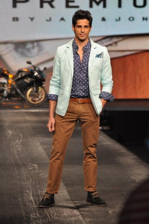Siddharth Malhotra looks stunning in those mustard brown pants paired with the pastel green blazer