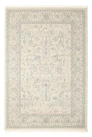 Diese schönen orientalischen Teppiche sind Nachbildungen der beliebten Ziegler-Teppiche aus dem alten Persien. Die Muster stammen von antiken Teppichen und sind meist in hellen Farben als andere orientalische Teppiche gehalten.