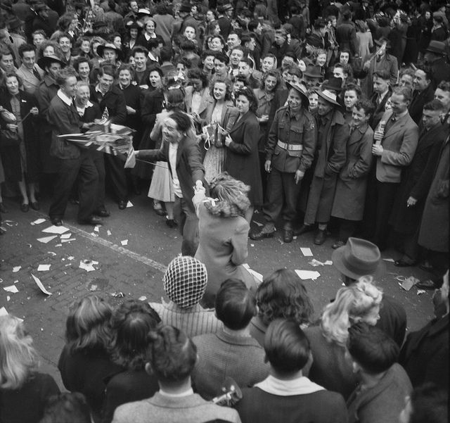 15 August 1945 ♦ Melbourne: Jitterbug dancing in Swanston Street during the Victory Pacific celebrations in the city streets.