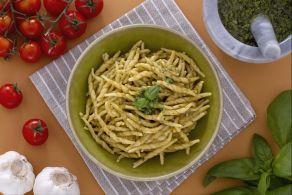 Ricetta Trofie con crema di zucchine e pancetta - La Ricetta di GialloZafferano