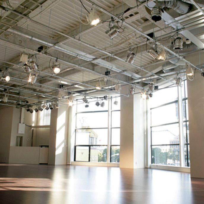 恵比寿 駅から徒歩1分! 150人収容可能!広々としたフローリングスペースで展示会やイベント、研修!(恵比寿 LIVING ROOM) | スペースマーケット