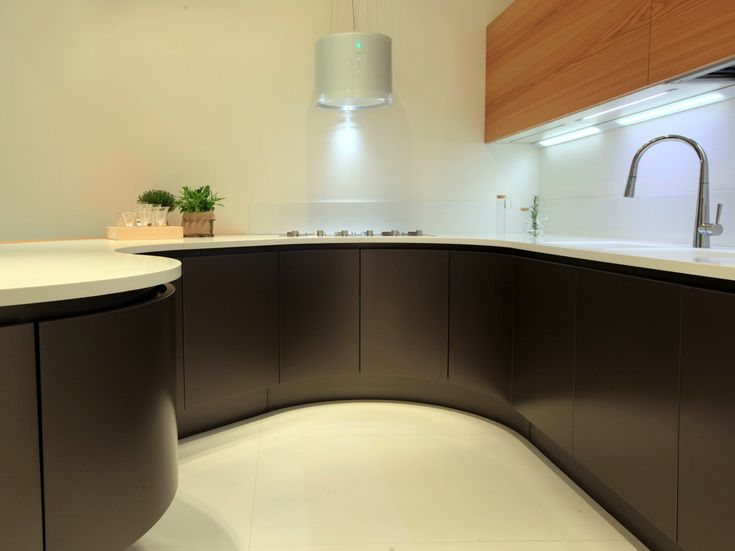 DOMINA Kitchen with peninsula by Aster Cucine
