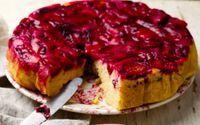 Prăjitura răsturnată cu prune - una din cele mai cunoscute rețete ale lui Jamie Oliver. Se face ușor și e absolut delicioasă. Fă-o în ăștia 3 pași simpli!
