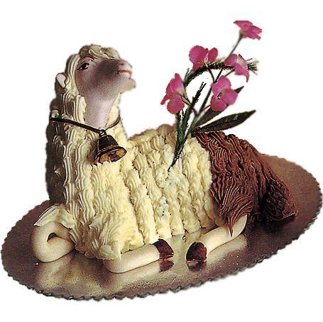 Agnello pasquale di Favara, con pasta di mandorle e cuore di pasta di pistacchio.