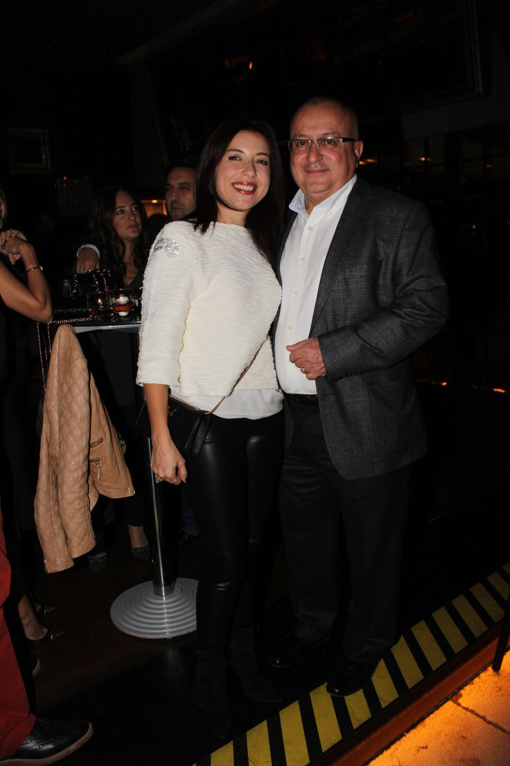 VOKAL, DJ VE ENSTRÜMANLI PARTİ- #elagurbuz #bediigurbuz - Ankara'nın en renkli partilerinin gerçekleştiği No4 Restaurant Bar Lounge , sezonun ilk partisinde konuklarını ağırladı. Dj Emre Eser ve Multienstrümantalist Onur Nar'a Mr. Voice'nin vokaliyle eşlik ettiği parti, Ankara sosyal yaşamının önde gelen isimlerinin katılımıyla gerçekleşti. Her ayın ilk Cuma gecesi düzenlenen No4 partileri, yaz sebebiyle verilen aranın ardından Kasım ayının ilk cuması sezon açılışı yaptı.