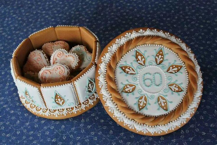 Caja de galleta con galletas dentro. Precioso