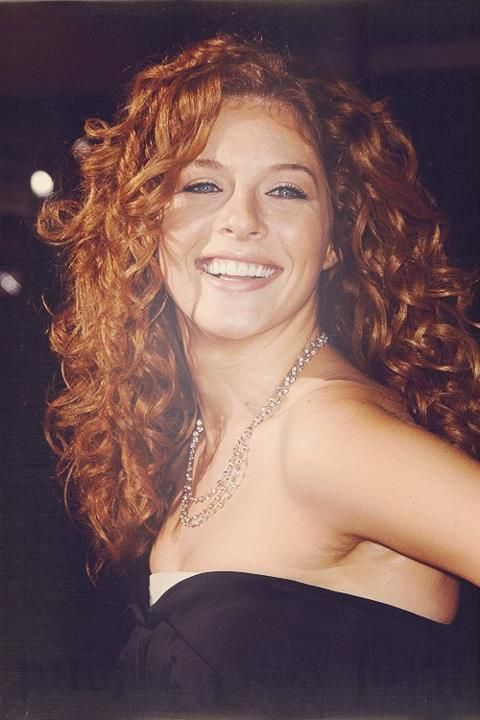 Rachelle Lefevre - a truly beautiful, freckled red-head and a great actress!  One of my favs!