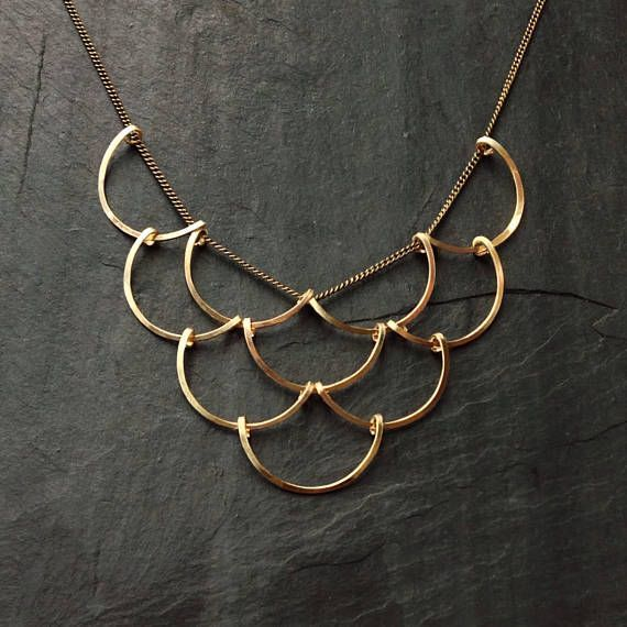 Gold Geometric, Scales Necklace, L.Greenwalt Jewelry, Loop Jewelry, crescent, circles, deco, architectural jewelry, sterling silver, gold – Schmuck