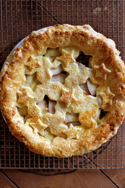 Vanilla-Scented Quince and Pear Pie: a beautiful showcase for the flavors of fall and winter.