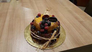 Sims Cake Shop: Bolo de aniversário de amora e noz com doce de ovo...