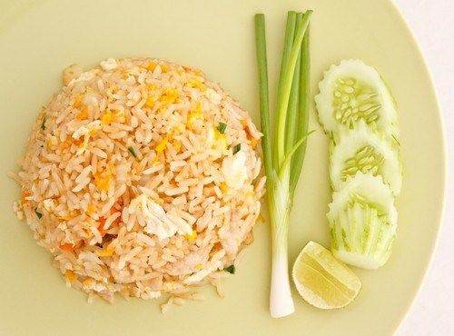 Жареные овощи с рисом и яйцом