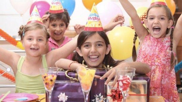 14 COISAS INESQUECÍVEIS DAS FESTAS INFANTIS DOS ANOS 90! Mais um divertido e delicioso post da série nostalgia dos anos 90… Como eram as festinhas infantis? O que não podia falara? Do que você sente mais falta?