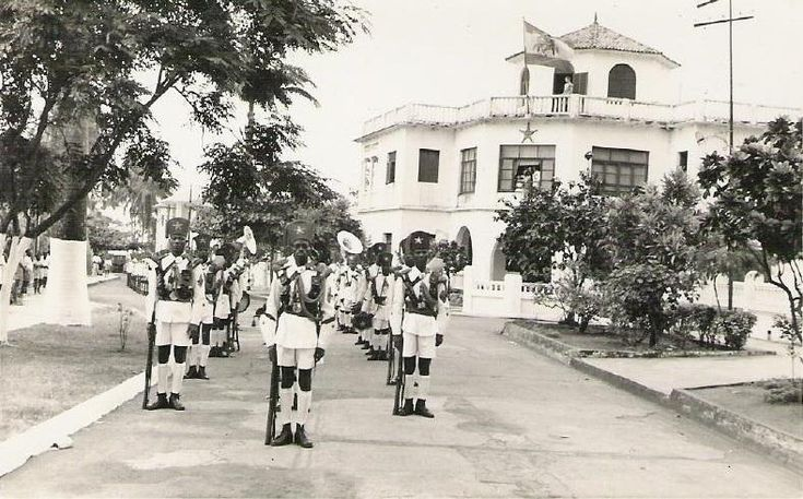 LAS FUERZAS ARMADAS EN GUINEA.BREVE HISTORIA Notapor MENCEY el Vie 04 Nov 2016 12:13  Diversas formaciones en uniforme de Gala la Guardia Colonial