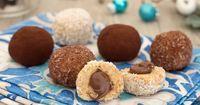 I tartufini di pandoro mascarpone e Nutella sono delle deliziose palline dolci senza cottura che si preparano in pochissimi minuti e con soli 3 ingredienti!