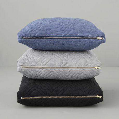 Coussin carré uni coloré ferm living - Des coussins à l'effet 3D hauts en couleur !