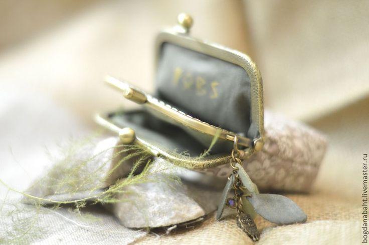"""Купить """"Магия рун"""" - серый, цветочный, зеленый, золотистый, руны, кошелек с фермуаром, кошелек"""